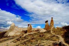 Необыкновенные утесы походя грибы стоковое изображение rf