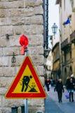 Необыкновенный дорожный знак в Флоренсе Стоковая Фотография RF