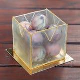 Необыкновенный торт в шариках шоколада и кубе isomalt Стоковое Изображение RF
