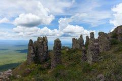 Неоглядная ширь Взгляд от гор Естественные каменные штендеры явление Chiquitania bolivians Стоковое фото RF