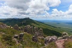 Неоглядная ширь Взгляд от гор Естественные каменные штендеры явление Chiquitania bolivians стоковое фото