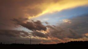 Неожиданный фронт шторма с желтыми облаками в сельской Индиане! стоковое фото rf