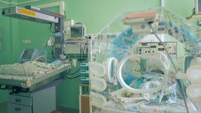 Неонатальное отделение интенсивной терапии с малышами в ем акции видеоматериалы