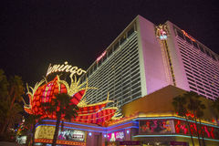 Неоновая вывеска в фронте гостиницы и казино Лас-Вегас фламинго Стоковые Фотографии RF
