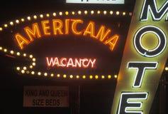 Неоновая вывеска которая читает мотель ½ ¿ ï Американа, ½ ¿ vacancyï стоковая фотография