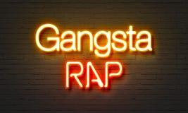 Неоновая вывеска рэпа Gangsta на предпосылке кирпичной стены стоковые фотографии rf