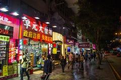 Неоновые света на улице Tsim Sha Tsui стоковое изображение
