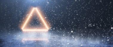 Неоновые треугольник и свет против фона зимы снежности стоковое изображение rf