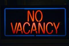 Неоновый знак не читает никакую вакансию Стоковые Фото