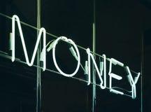 Неон помечает буквами предпосылку дела обменом денег знака Стоковые Изображения RF