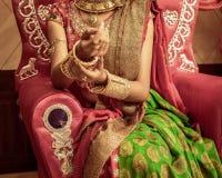 Неопознанная красивая молодая индийская модель стоковое фото rf