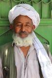 Неопознанное афганское положение и представлять человека Стоковые Фотографии RF