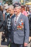 Неопознанные ветераны во время торжества дня победы. МИНУТА стоковые фото