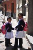 Неопознанные девушки на улице Potosi Стоковые Изображения