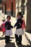 Неопознанные девушки на улице Potosi Стоковые Изображения RF