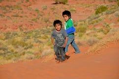 Неопознанные дети navajo стоковое изображение rf