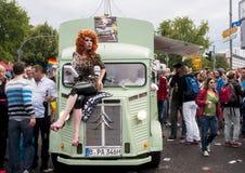 Неопознанные участники во время парада гей-парада Стоковые Фотографии RF