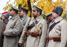 Неопознанные члены исторического reenactment в протесте  Стоковое Изображение