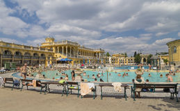 Неопознанные люди в бассейне Szechenyi Стоковое Изображение