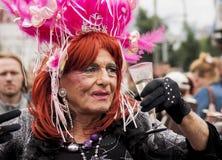 Неопознанный более старый трансгендерный во время гей-парада Стоковое фото RF