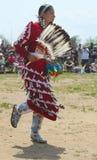 Неопознанный женский танцор коренного американца на вау плена NYC в Бруклине Стоковые Фотографии RF