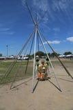 Неопознанный молодой танцор коренного американца на вау плена NYC в Бруклине Стоковая Фотография RF