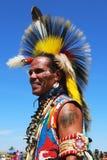 Неопознанный танцор коренного американца на вау плена NYC в Бруклине Стоковая Фотография RF