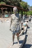 Неопознанный человек предусматриванный в грязи Стоковые Фотографии RF