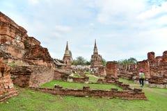 Неопознанным статуи Будды людей поврежденные посещением Стоковая Фотография RF