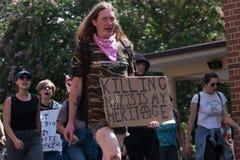 Нео- нацисты сталкиваются с протестующими стоковое фото rf