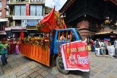 Непальские люди празднуя фестиваль Dasain в Катманду, Ne стоковая фотография rf