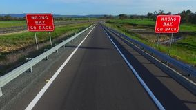 Неправильный путь идет назад signage дороги