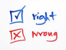Неправда флажка сочинительства или право на белая предпосылка Стоковая Фотография RF