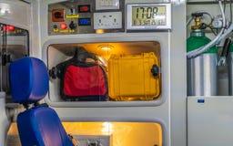 Непредвиденные медицинские поставки кровати и скорой помощи стоковая фотография