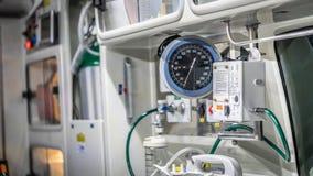 Непредвиденные медицинские поставки кровати и скорой помощи стоковые изображения