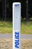 Непредвиденный звонящий по телефону полиции стоковые изображения rf