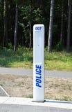 Непредвиденный звонящий по телефону полиции стоковая фотография rf