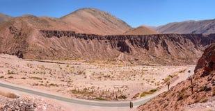 Неплодородные почвы и Ruta 52 к Salinas Grandes стоковые изображения rf