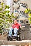 Неработающий человек в городе стоковое изображение rf