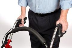 Неработающий человек используя ходока Стоковое фото RF