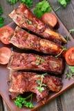 Нервюры свинины на плите Стоковая Фотография RF