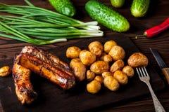 Нервюры свинины с картошками Стоковые Фото