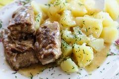 Нервюры свинины с картошками стоковые фотографии rf