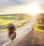 Нерезкость автомобилей перемещения шоссе осени стоковые фотографии rf