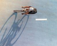 Нерезкость движения велосипедиста во время гонки Стоковое Изображение