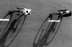 Нерезкость движения велосипедиста во время гонки Стоковая Фотография