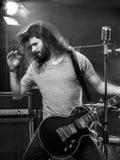 Нерезкость движения гитариста на этапе Стоковое Изображение RF