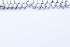 Нержавеющие ложки на белой предпосылке Стоковые Фотографии RF