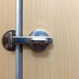 Нержавеющий болт двери запертые уборного в гостинице Стоковая Фотография RF