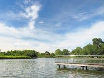 Нержавеющий мост в озере с голубым небом Стоковые Фото